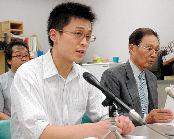 在特会メンバーの逮捕を受け、記者会見する「京都第一初級学校嫌がらせ事件弁護団」の弁護士たち