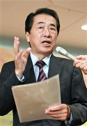 東京都青梅市で記者の質問に答える菅首相=26日午後 謝罪と賠償拒否「双方とも冷静に」