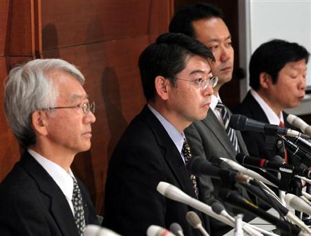 会見を行うフジタ社員の井口準一さん、佐々木善郎さん、橋本博貴さん(左から)=1日午後、東京都