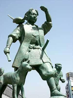 岡山駅前にある「桃太郎」像