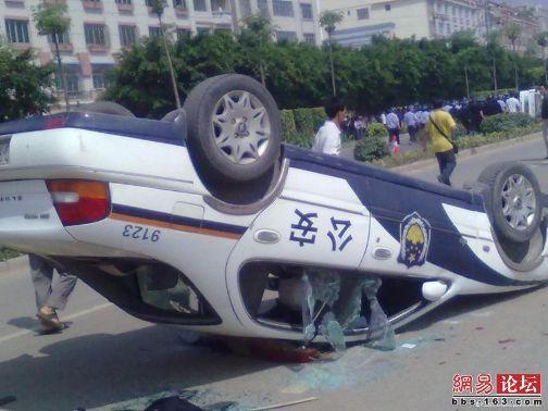 四川省綿陽市で起きた反日デモは、参加者が暴徒化し、警察が制止できない状態になっている。