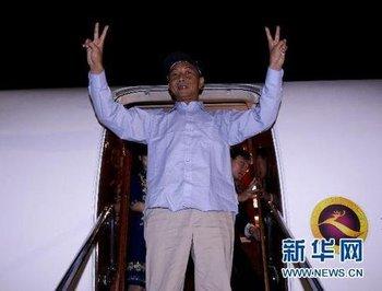 福建省の福州空港に到着した支那人船長は両手でVサイン