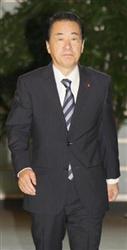 官邸に入った菅直人首相=26日午前、首相官邸