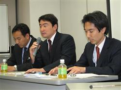 「モグラすら守れない政府」などと、センカクモグラに思いをはせる野口氏(中央)ら=26日午後、名古屋市内