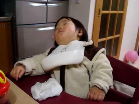 赤ちゃんの頃、食事しながら居眠り