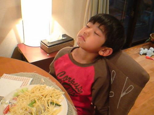 小学生の頃の菅直人も食事をしながら居眠り