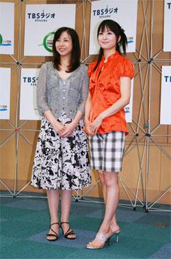 「農林漁業ことはじめ~新しい人生に、いま再チャレンジ!」の記者会見に出席した、タレントの麻木久仁子さん(左)と大桃美代子さん(右)