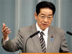 会見で記者の質問に答える仙谷由人官房長官=27日午前、首相官邸