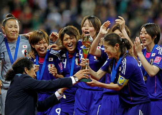 なでしこ優勝!PKで米国を下す・サッカー女子W杯、再度追い付きPK戦!・澤穂希が得点王とMVP