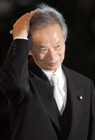 皇居での認証式を前に官邸に入った、法相に就任する江田五月前参院議長=14日午後、首相官邸(酒巻俊介撮影)