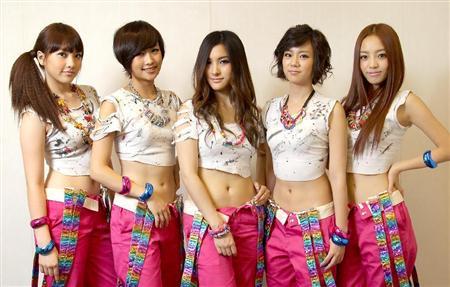 KARA\ent11012005580036-p1解散危機が報じられたKARA。韓国、日本での今後の活動はどうなるのか=2010年7月30日撮影