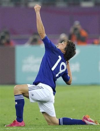 日本-オーストラリア 延長後半、先制ゴールを決めポーズをとる李=ドーハ