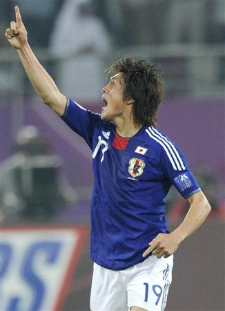 日本-オーストラリア 延長後半、決勝ゴールを決め、ガッツポーズで喜ぶ李=ドーハ