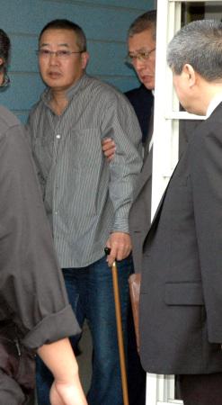 生活保護法違反容疑で県警に逮捕されたのは深谷市上野台、指定暴力団稲川会系元組員の韓国人、無職崔鳳海(60)と妻、育代(44)の両容疑者