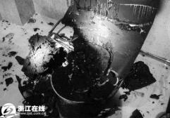 支那製品は凶器\c0072801_3124112温水式便座が爆発…便器本体も大破、黒煙が充満=中国