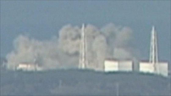 3月12日午後3時36分ごろ、福島第一原発で爆発があり建屋が吹っ飛んだ