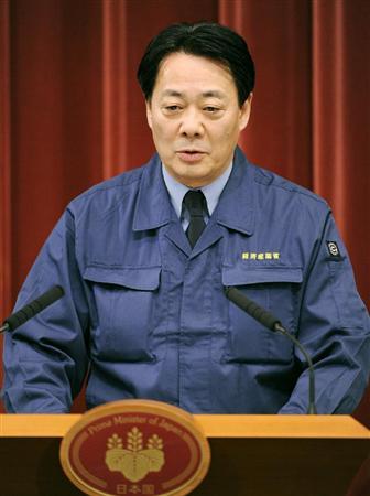 東京電力の計画停電実施について記者会見する海江田経産相=13日夜、首相官邸
