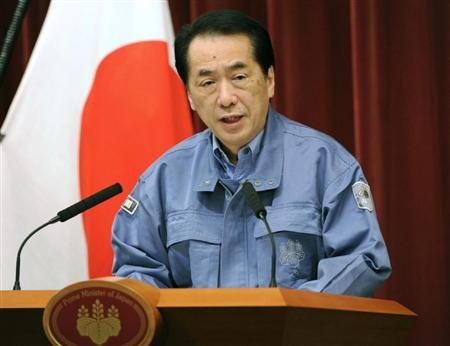 東京電力の計画停電の実施を了承したと表明する菅首相=13日午後7時50分、首相官邸
