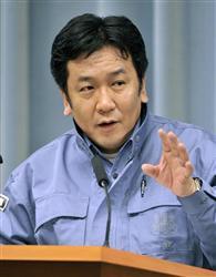 東京電力福島第1原発について記者会見する枝野官房長官=13日午前、首相官邸