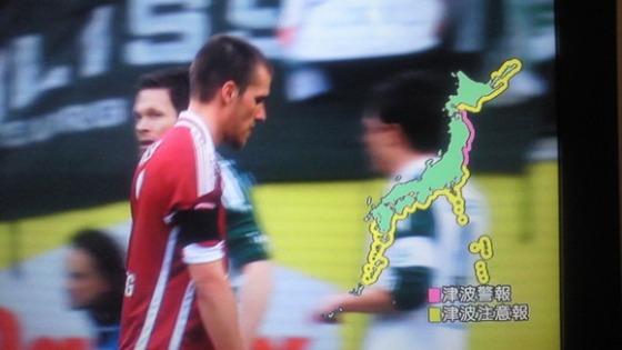 長谷部のチームメイトも相手チームも審判も喪章をつけてプレーする中で、同僚の韓国人ク・ジャチョルは喪章を付けず