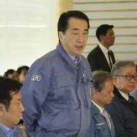 緊急災害対策会議であいさつする菅首相