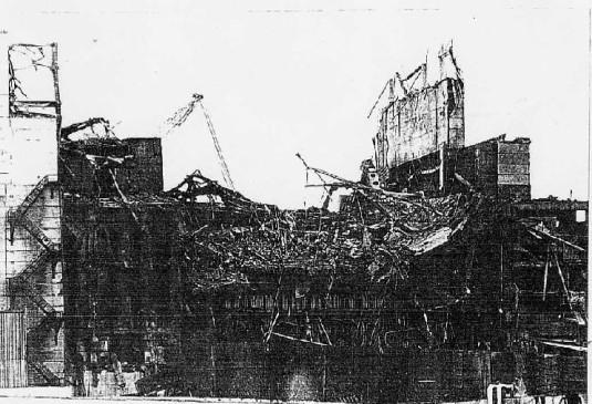 爆発炎上して破壊されたチェルノブイリ