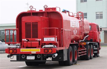 航空自衛隊の特殊消防車=百里基地