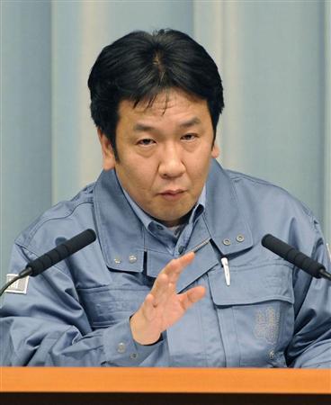 福島県内の牛乳と茨城県内のホウレンソウから、基準値を超える放射能が検出されたことを発表する枝野官房長官=19日午後、首相官邸