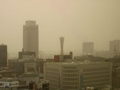 2007年4月2日、神戸の三宮で見られた黄砂