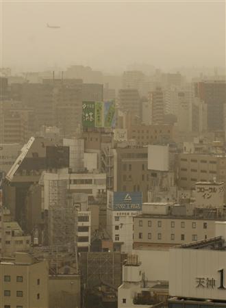 黄砂でかすむ福岡市内=2008年3月3日