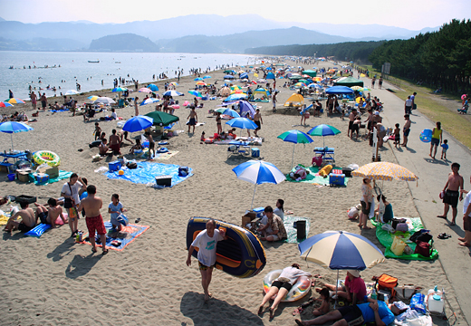 1日本百景『高田松原』。岩手県陸前高田市にリアス式海岸の三陸では珍しい約2kmに及ぶ砂浜にクロマツ、アカマツの美しい松林と白い砂浜。