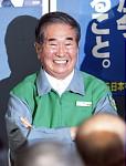 当選を確実にし、笑顔を見せる現職の石原慎太郎氏(10日午後8時45分、東京・港区南青山で)