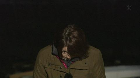 フジテレビ秋元優里アナが「脆弱」(ぜいじゃく)を「きじゃく」と読んだ後にお辞儀をしたが、何故か上目使いに