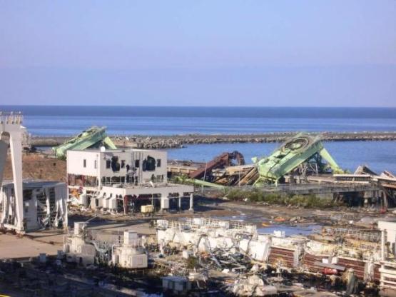 津波によって設備に大きな被害を受けた東北電力の原町火力発電所(福島県南相馬市)、東北電力の発電所だが、電力の供給先は東京など関東方面