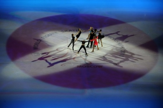 フジテレビは世界フィギュアのエキシビションのフィナーレでの「氷上の日の丸」をカットして放送した。