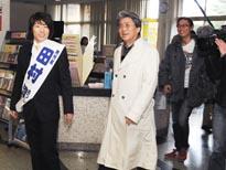 下関市役所を訪れた、政界進出に意欲的として知られる「ロンドンブーツ1号2号」の田村淳