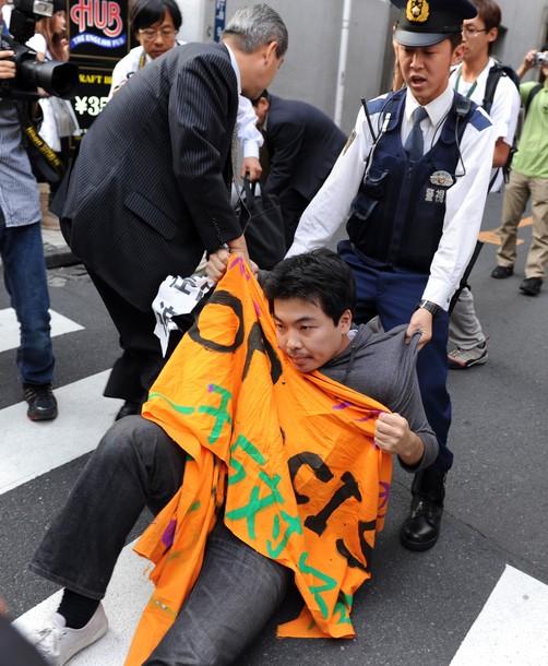 2010年10月の尖閣事件への反支那デモの時に妨害してきたヤツの写真