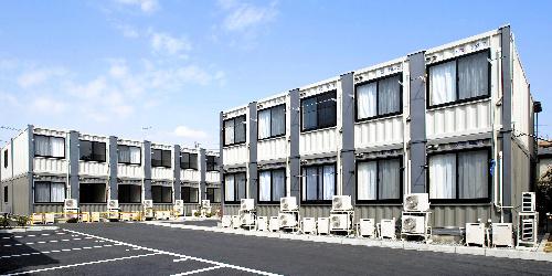 コンテナ式の2階建て仮設住宅=寺田倉庫提供
