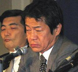 酩酊会見の際、中川昭一財務大臣の隣にいた篠原尚之財務官(現IMF副専務理事)