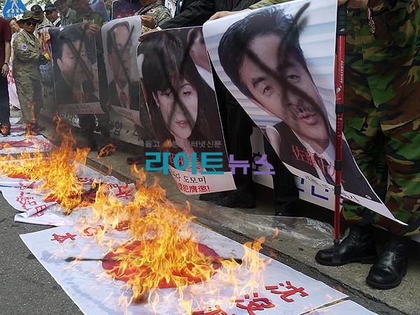 2011年7月29日の韓国の日本大使館前でのデモの様子