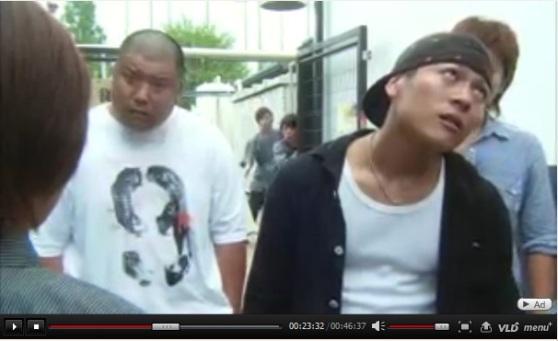 太った男(Fat Man)が数字の「9」のTYシャツを着ていた 。長崎への原爆投下の暗喩(長崎へ投下した原爆名はFat Man)