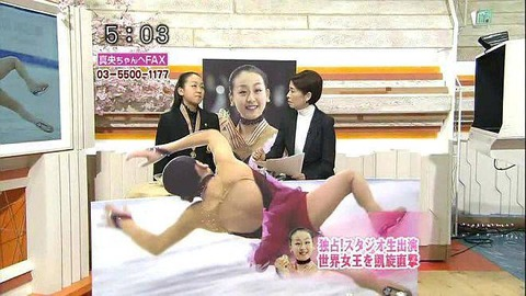 フジテレビは2008年のフィギュア世界女王となった浅田真央へのインタビューの際、浅田真央がこけた瞬間、転倒シーンの特大パネルを作成して目の前に設置してインタビューを行った