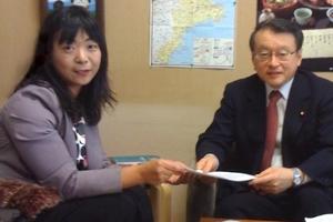 ヒューマンライツ・ナウ(HRN)伊藤事務局長は、2010年3月3日、中川正春文部科学副大臣に対し、高等学校無償から朝鮮学校を外すのは日本が批准した国際人権条約に明白に違反する差別取り扱いであり、そのような差別