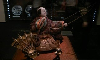 田中久重作の「弓曳童子」、「茶運び人形」「弓曳人形」などのからくり、和時計の「調速機」や「天符(おもり)」などの江戸のハイテク技術