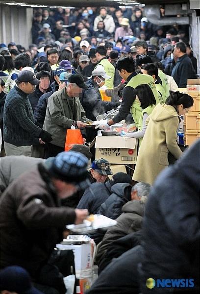ソウル駅には乞食があふれている