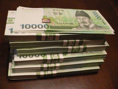 韓国の1万ウォンの札束