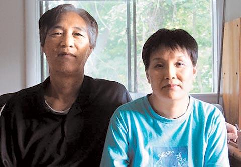 写真右が被害者と主張している韓国人チェ・ヘヨン(51)