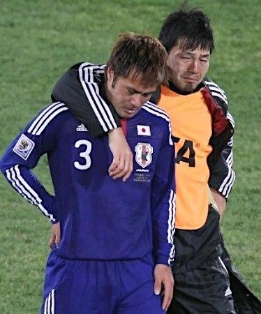 駒野と一緒に泣く松井