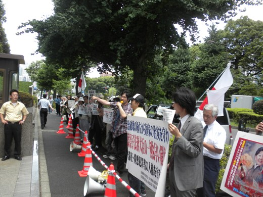 2010.7.14☆緊急抗議行動 参院選落選の千葉景子に法相辞任を命ず!北海道から