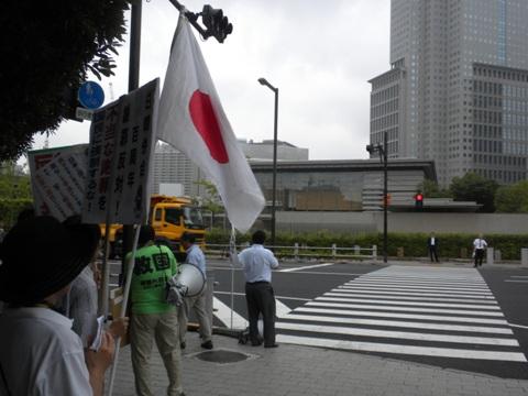2010.8.10昼、首相官邸前で日韓併合謝罪談話に抗議行動